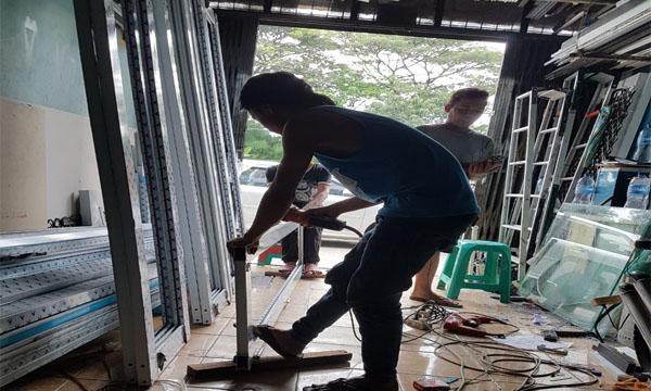Proses pembuatan jendela aluminium oleh althaf aluminium jakarta barat