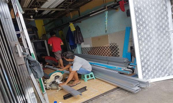 Kegiatan di workshop Althaf aluminium jakarta barat