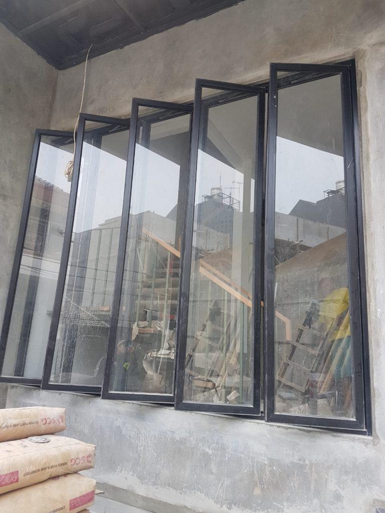 Jendela aluminium kelapa gading